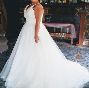 Moda bella wedding dress